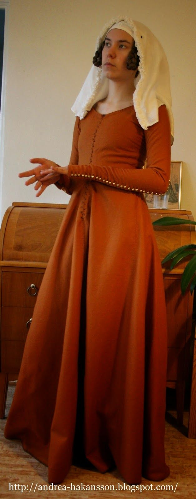 Andrea Håkansson - Recreating History - The Amber Dress - A dress for the wife of a knight