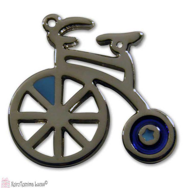 Μεταλλικό ποδηλατάκι σε ασημένιο χρώμα με μπλε και σιέλ σμάλτο. Ιδανικό για χειροτεχνίες, διακόσμηση σε δώρα αλλά και ως κόσμημα. Το μέγεθος του είναι 4*3,8 εκ.  Metall polished brass plated or nickel plated bike with enamel color. Its size is 4*3.8cm