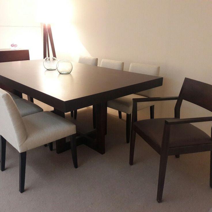 Mesa de comedor Bella en nogal 220x120. Sillas Aurelia. www.forbidan.com.ar