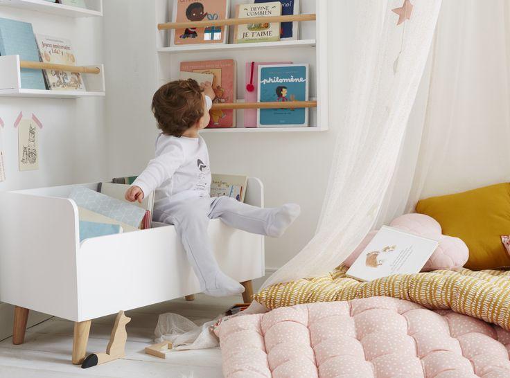 VERTBAUDET – Aménager un coin lecture ou jeux dans la chambre de son enfant : matelas de sol, coussin, étagères, bac de rangement, coffre à livres, fauteuil, tapis …