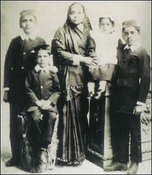 Mahatma Gandhi's wife Kasturba Gandhi with her sons Harilal Gandhi, Manilal Gandhi, Ramdas Gandhi & Devdas Gandhi.