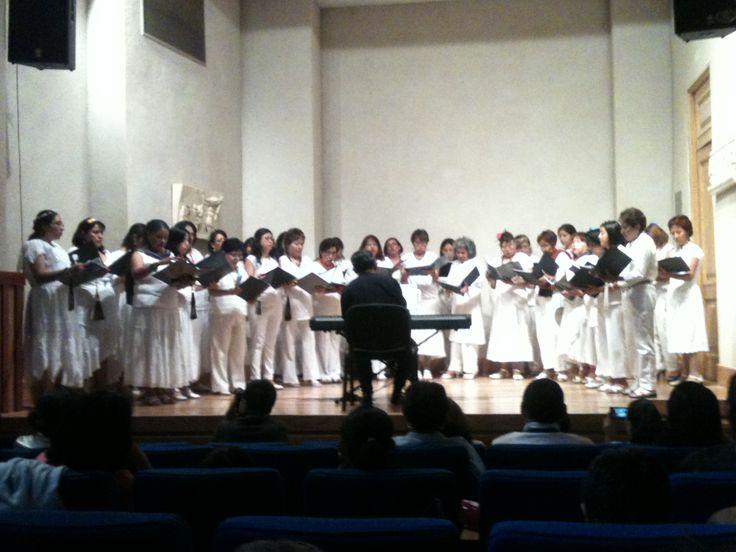 El coro del Centro Cultural Tlatelolco presentándose en el Museo San Carlos en el marco del Festival de la Música 2014
