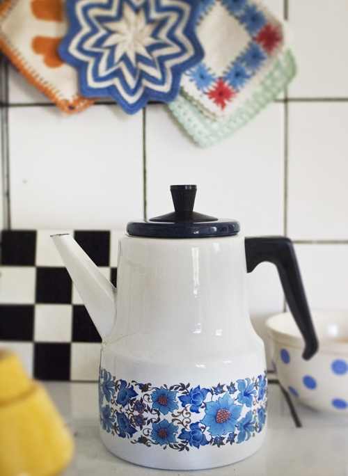 Tea pot in the kitchen.  ennui.blogg.se