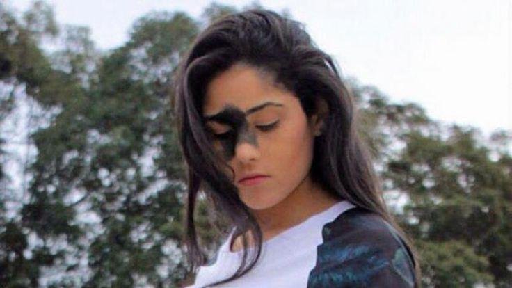 Mariana Mendes è diventata virale nei social network. Un grande neo tra gli occhi che arriva a coprirle il naso. Una imperfezione che l'ha trasformata in u