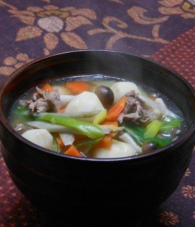 冷たい雨の夜の晩ご飯は、あったか〜くて、ほんのり甘い芋煮。