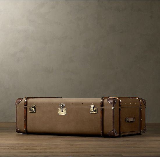 Restoration Hardware(レストレーションハードウェア)トランクコーヒーテーブル「19th C. French Steamer Trunk Coffe Table/Beige Canvas」