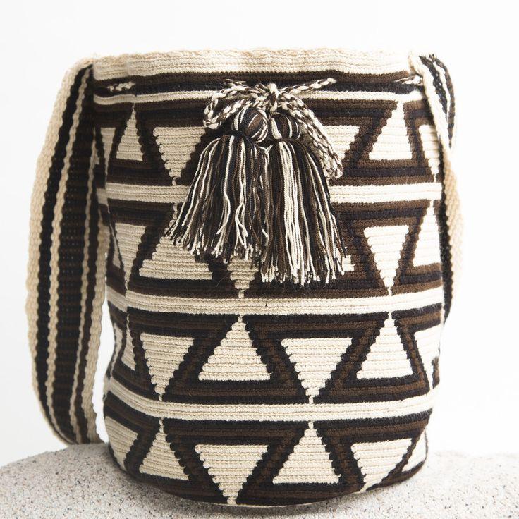 Guajira Mochila Bag – WAYUU TRIBE | Handmade Bohemian Bags Voorbeeld - Example