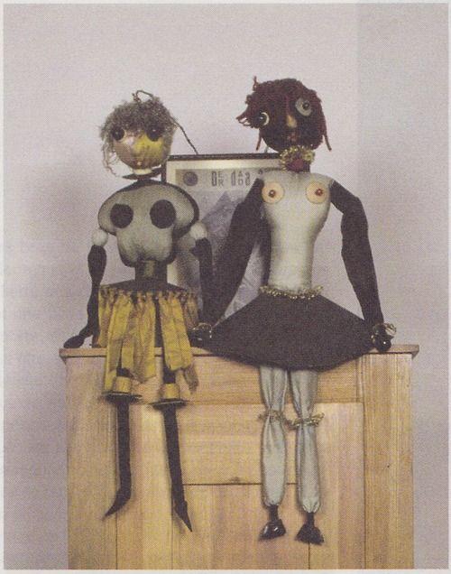 Hannah Höch, Zwei Dada-Puppen, (Deux poupées Dada, Two Dada-puppets)  original exhibited during Dada-Messe (Dada Fair), Berlin, 1920. 55,8 cm and 57,5 cm