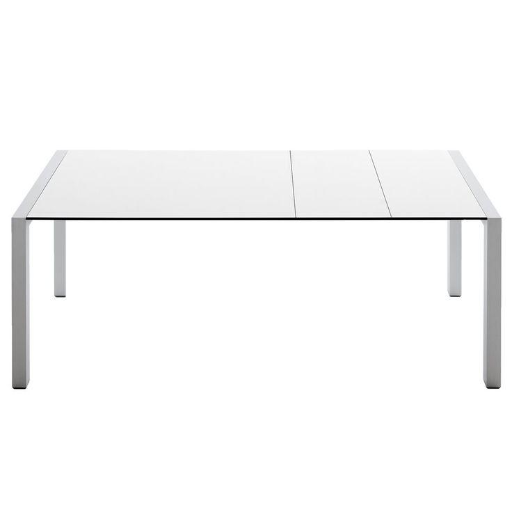 Het moderne design van de Sushi tafel is elegant en super stijlvol! Het dunne tafelblad wordt aan beide kanten ondersteund door strak vormgegeven tafelpoten. De Kristalia tafel kan worden uitgeschoven om meer ruimte te creëren voor extra gasten.