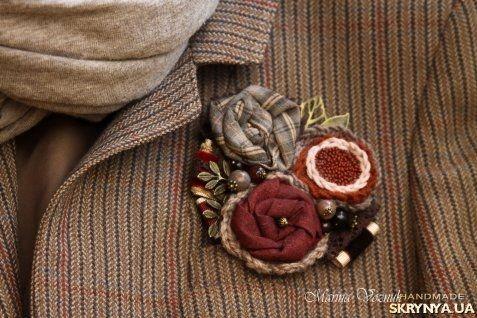 Купить Брошь Зимние ягоды. Текстильная брошка, брошь из ткани, бордовый в России