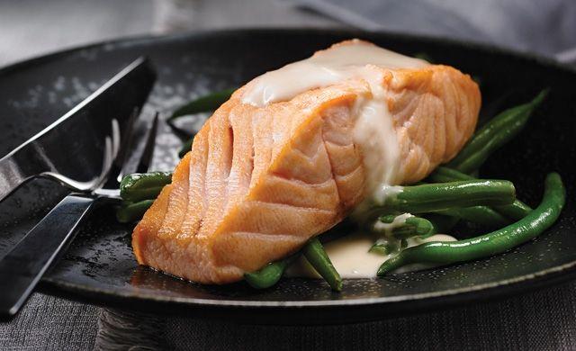 SAUMON AU BEURRE BLANC À L'ÉRABLE ET AU GINGEMBRE  http://jaimelerable.ca/recettes/saumon-au-beurre-blanc-lerable-et-au-gingembre