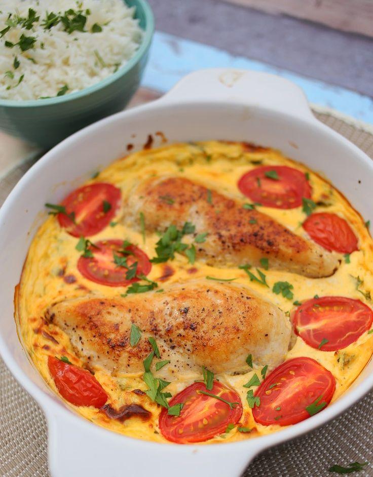 Íme egy nagyon finom recept azokra az estékre, amikor sem időtök, sem különleges alapanyagaitok nincsenek egy vacsorához. Csirke, tejföl, tojás, pár fűszer és kész is van ez a finomság, ami az új kedvencetek lesz!    2 csirkemell filé 330 g tejföl 1 tk dijoni mustár 4 szétválasztott tojás…