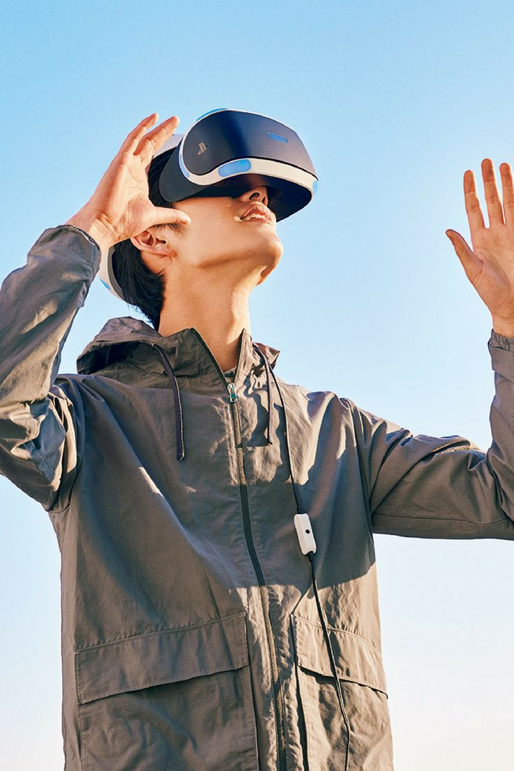 VR Headsets VR元年到来。注目の3機種はこれだ。  http://gqjapan.jp/life/interior/20160309/vr-headsets