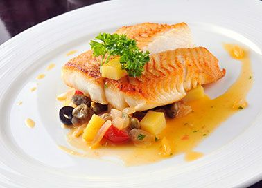 Fisch auf geschmortem Gemüse
