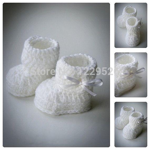 Белый младенца вязания крючком пинетки, белый с бантом, вязание крючком обувь, новорожденных и детские пинетки, крещение пинетки, душа ребенка подарок