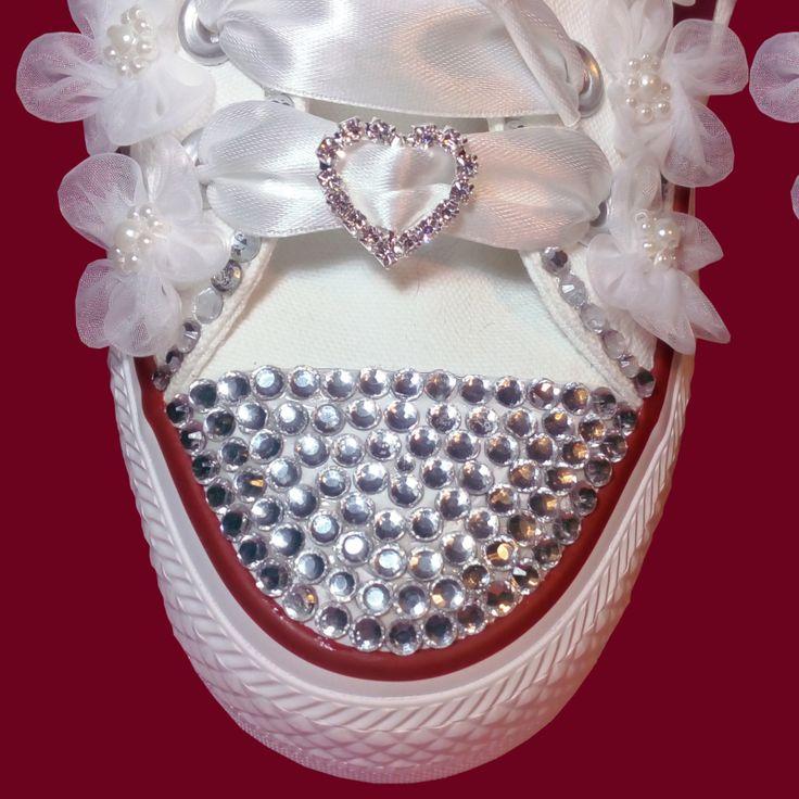 Ručne zdobné svadobné tenisky Converse low kamienkami a aplikáciami. Saténové šnúrky, originál šnúrky v balení. Všetky veľkosti..