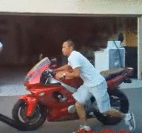 Momento de SONREÍR..Como NO subir una moto a un Vehículo (Incluye vídeo)