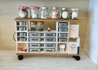 DIY初心者や苦手な人でもすぐに作れちゃう、釘やネジを使わずにボンドや両面テープで作る、カンタン収納棚をご紹介します。