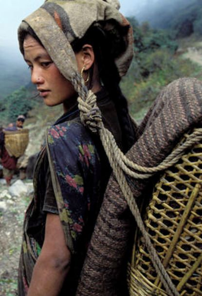 Mujer chhetri, Dhorpatan, Nepal - Lovingly pinned by The Rainbow Farmer https://www.etsy.com/shop/TheRainbowFarmer