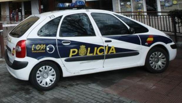Coche patrulla de la Policía Nacional en una calle de Valencia