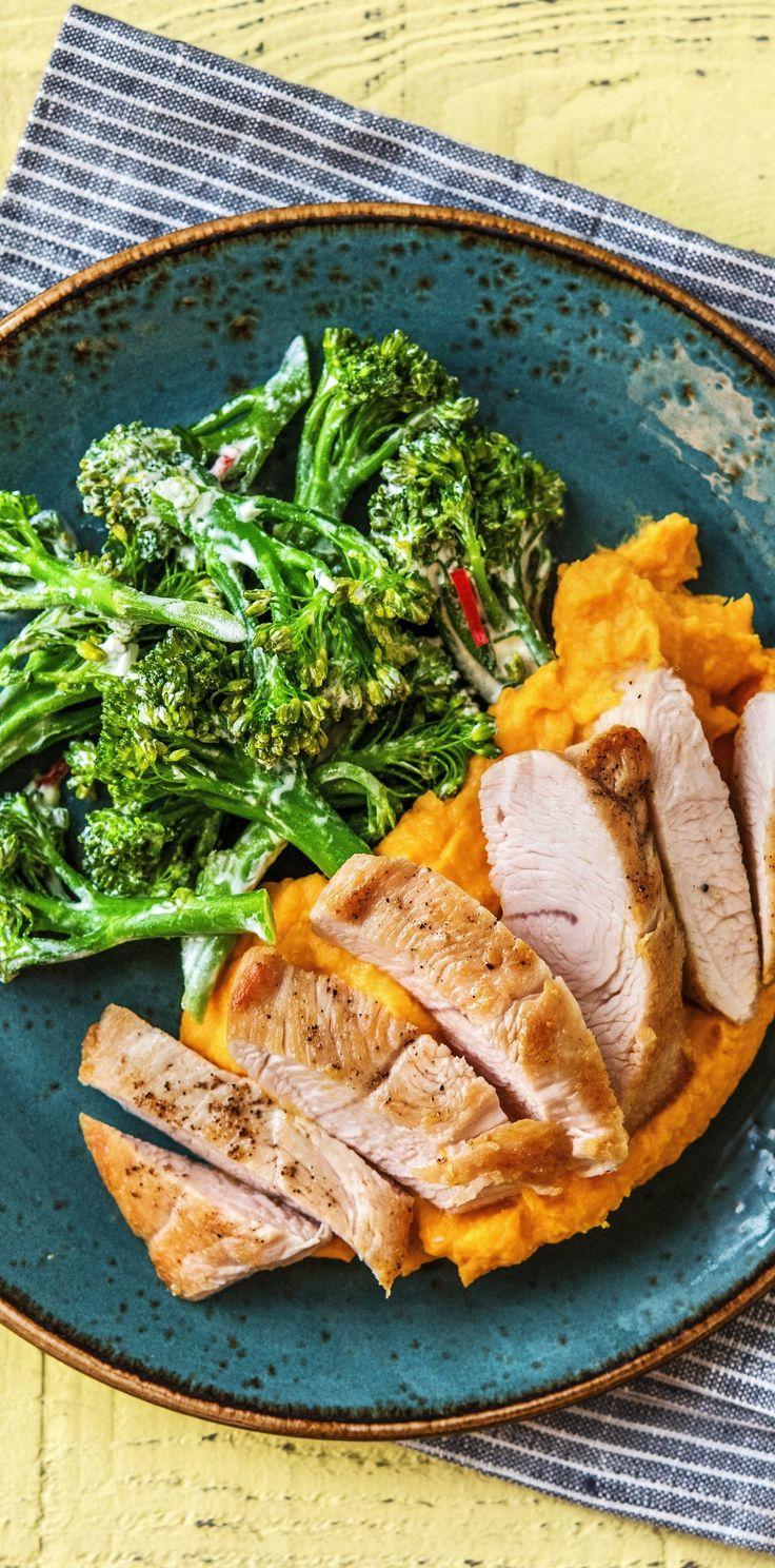 Step by Step Rezept: Putenbrustfilet mit Brokkolinigemüse und cremigem Kartoffel-Karotten-Püree  Rezept / Kochen / Essen / Ernährung / Lecker / Kochbox / Zutaten / Gesund / Schnell / Frühling / Einfach / DIY / Küche / Gericht / Blog / Leicht  / 30 Minuten / Einfach / Glutenfrei / Pute   #hellofreshde #kochen #essen #zubereiten #zutaten #diy #rezept #kochbox #ernährung #lecker #gesund #leicht #schnell #frühling #einfach #küche #gericht #trend #blog #süßkartoffel #glutenfrei #putenbrustfilet