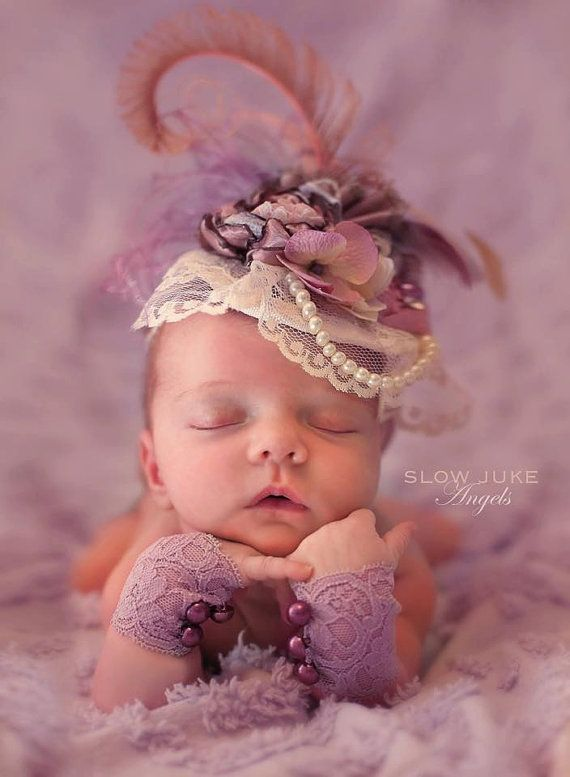 Dusty Lavender, Dusty Rose and Grey Fascinator Hat, accessoire de photo avec fleur en satin chantée, rosette laminée