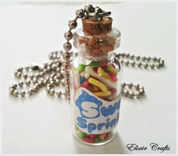 Cute tiny bottle with real candy sprinkles!    Dimensions (excluding Cork) 3,2 cm on 1,5 cm    Chain 68 cm