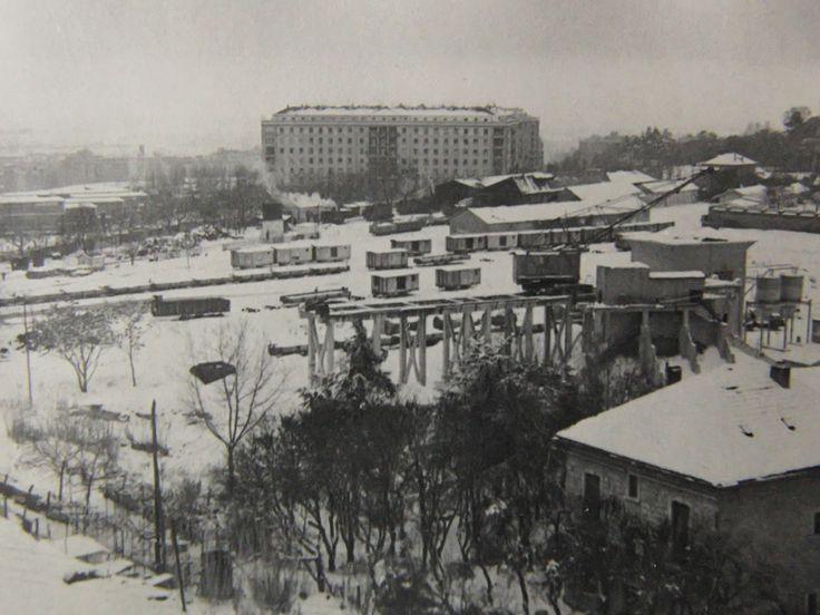 Estacion tren de Arganda 1964, con una gran nevada |En el barrio del Retiro, entre las calles 12 de Octubre, Menendez Pelayo, y la plaza del niño Jesús, en los años 1964