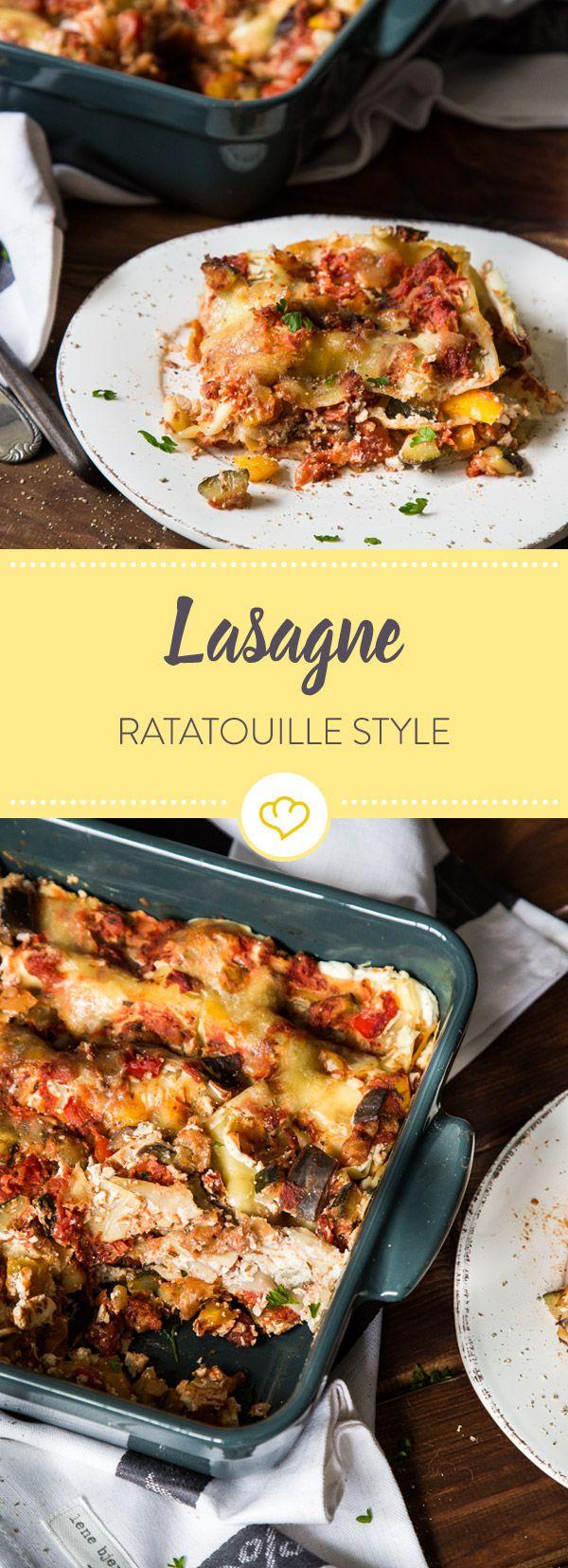 Italienischer Ofenklassiker trifft provenzalisches Gemüseallerlei und schon gräbst du dich Schicht für Schicht durch Ratatouille Lasagne Style.
