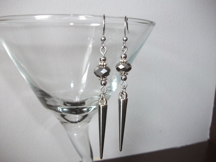 Silver spike earrings with crystals de la boutique BijouxdeBrigitte sur Etsy