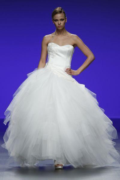 Robes de mariée Cymbeline 2016 : Quand avant-garde et tradition se lient à la perfection Image: 4