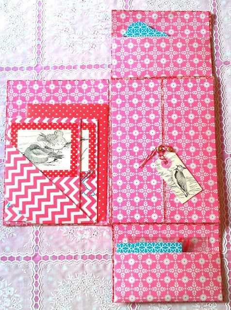 Inspiration: snail mail folder with pockets from Mme Nosenose loves mail. Click for more photo's.