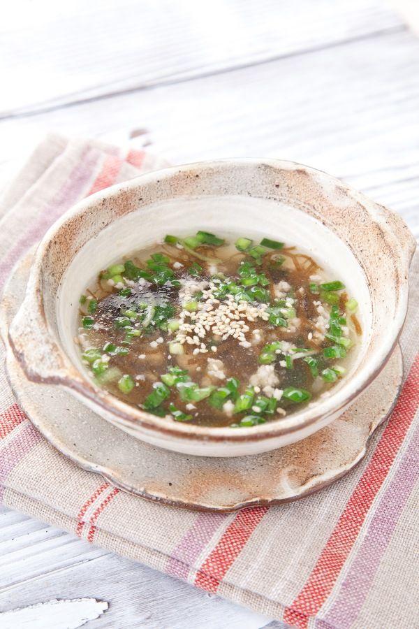 豚ひき肉とニラの冷製もずく酢スープ by かどや製油 | レシピサイト ...