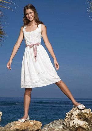 eyelet dress, love this for our heroine, Lauren!