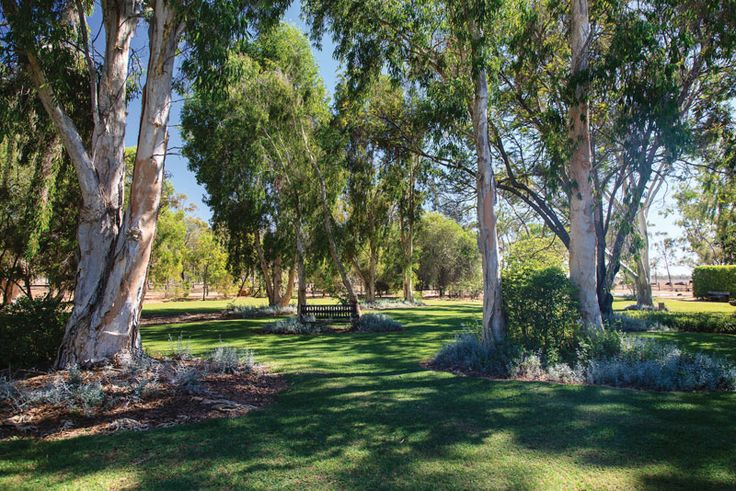 We can 39 t believe this garden is located in the australian for Rural australian gardens