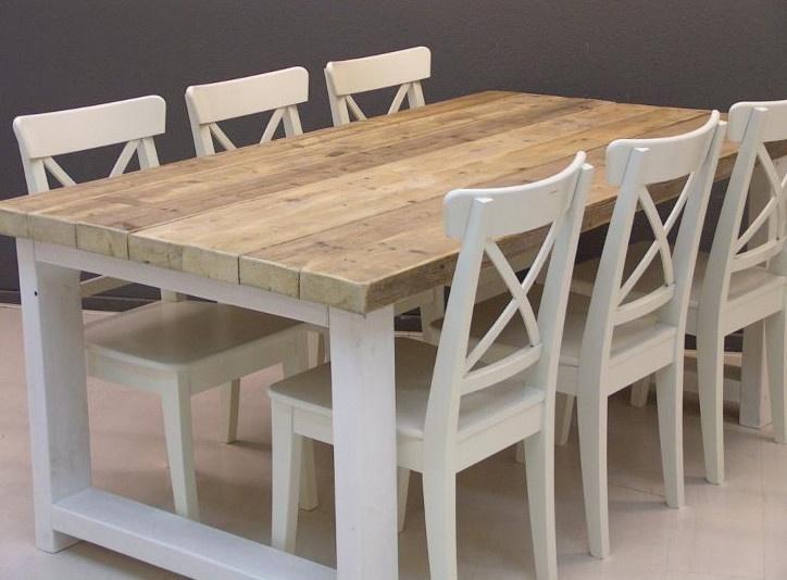 Wunderschöner Tisch aus Bauholz