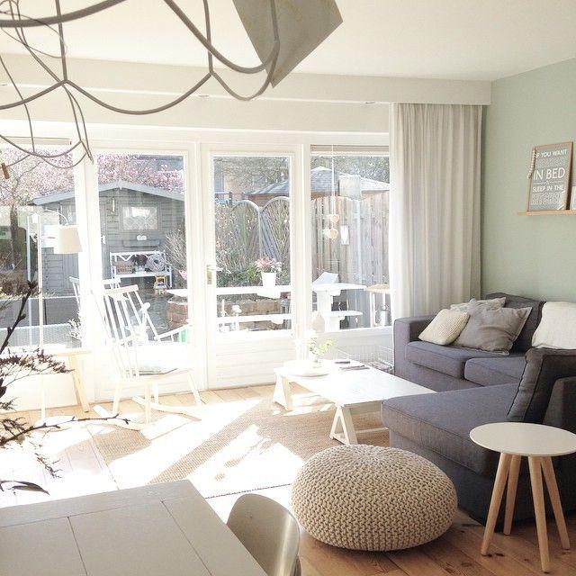 "@selinesteba's photo: ""Het zonnetje maakt alles net wat mooier, ook mijn humeur trouwens ... Alles wordt lichter en luchtiger, heerlijk! | The sun makes everything a little prettier, also my mood. Love it! #sun #zon #interior #interieur #myhome #selinesteba #earlydew #grey #grijs #sofa #bank #zuiver #knitted #poef #light #licht"""