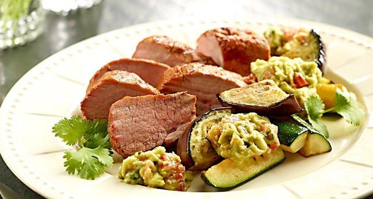 Pieczone polędwiczki w papryce z guacamole i z warzywami w kolendrze