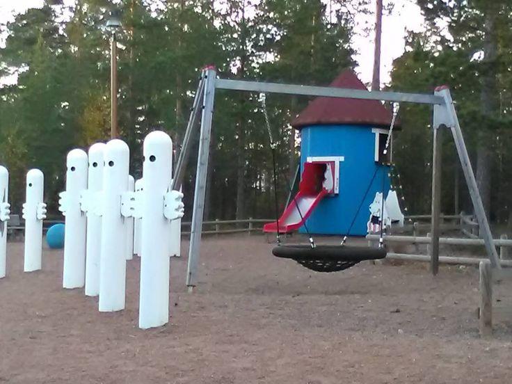 Tag someone to play with! #huutjärvi #pyhtää #moomin #muumi #moominhouse #muumitalo #hattifatteners #hattifnattar #hattivatit #hattivatti #leikkipuisto #playground