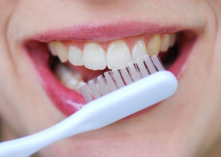 Hai una patina gialla sui denti? Rimuovila con questi rimedi naturali e assolutamente caserecci! SEGUICI ANCHE SU TELEGRAM: telegram.me/cosedadonna