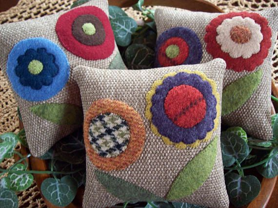 Pretty Primitive Penny Rug Pozies Bowl Filler Pillow Tucks