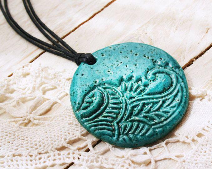 Bohemien turchese collana in ceramica, rustico Ceramica collana, ciondolo in ceramica boho, ciondolo in ceramica blu naturale