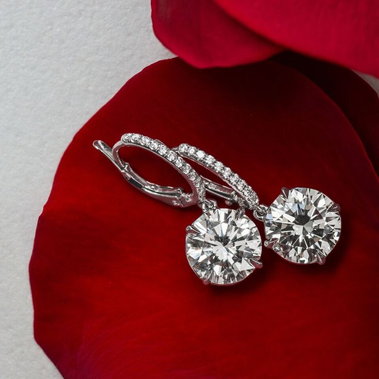 Our Diamond drop earrings are a classic that will take you from day to night. Sh…