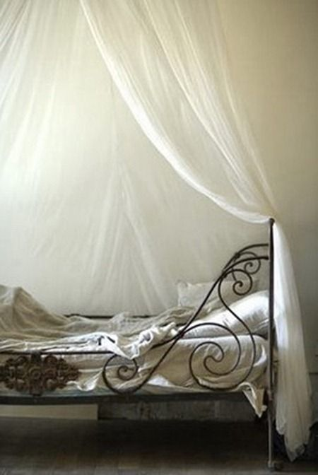 French iron daybed <3