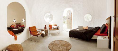 Welkom bij Eco Dome Camping Otro Mundo! De stijlvolle 'retro-chic' Domes lijken iglo's, maar het zijn huisjes van witte klei. Ontdek Castilië-La Mancha!