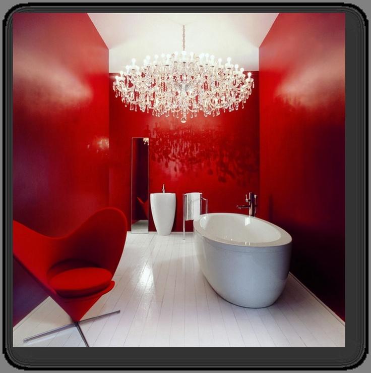 조용하고 차분하게  느낄 수 있는 욕실을  화려하게 꾸몄다.  개인 공간의 느낌이   강한 욕실을  정열적인 빨강으로  꾸밈으로서  욕실도 열린 공간이  될 수 있음을 보여주고  화려한 상들리에를 통해  욕실이라는 느낌보다는  거실이라는 느낌을   살렸다