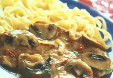 escalopes dinde champignons cookeo, une recette très délicieuse pour votre plat principal en famille ou avec des amis. bon appetit à tous.
