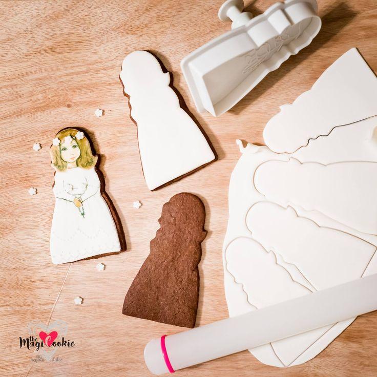 Galletas niñas para comunión Galleta casera artesana decorada con fondant y pintada a mano con pintura comestible.