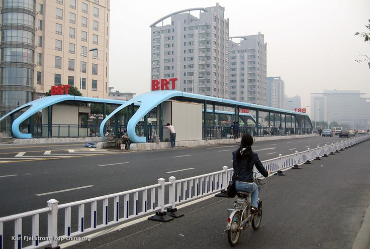 EStación BRT Changzhou, China - includes bike lanes and public bike share along with BRT system