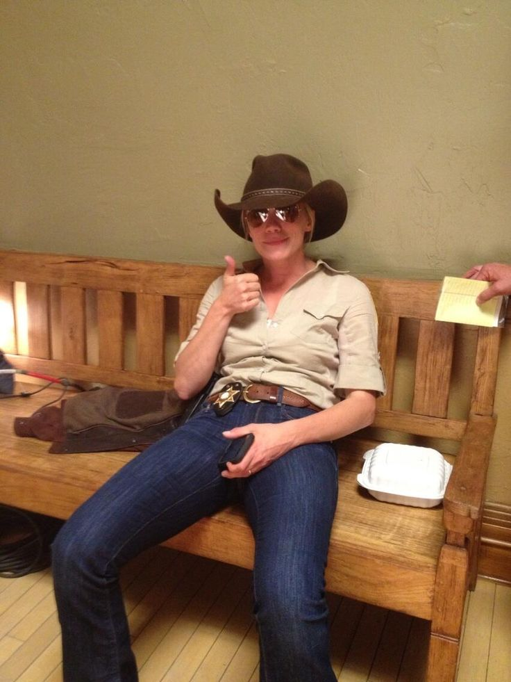 Katee Sackhoff  Who's ready for #Longmire tonight? @A Television